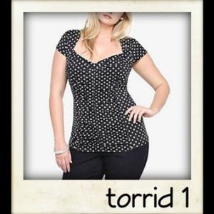 🎨👼🏽 Torrid Retro Chic Polka Dot Ruched Top